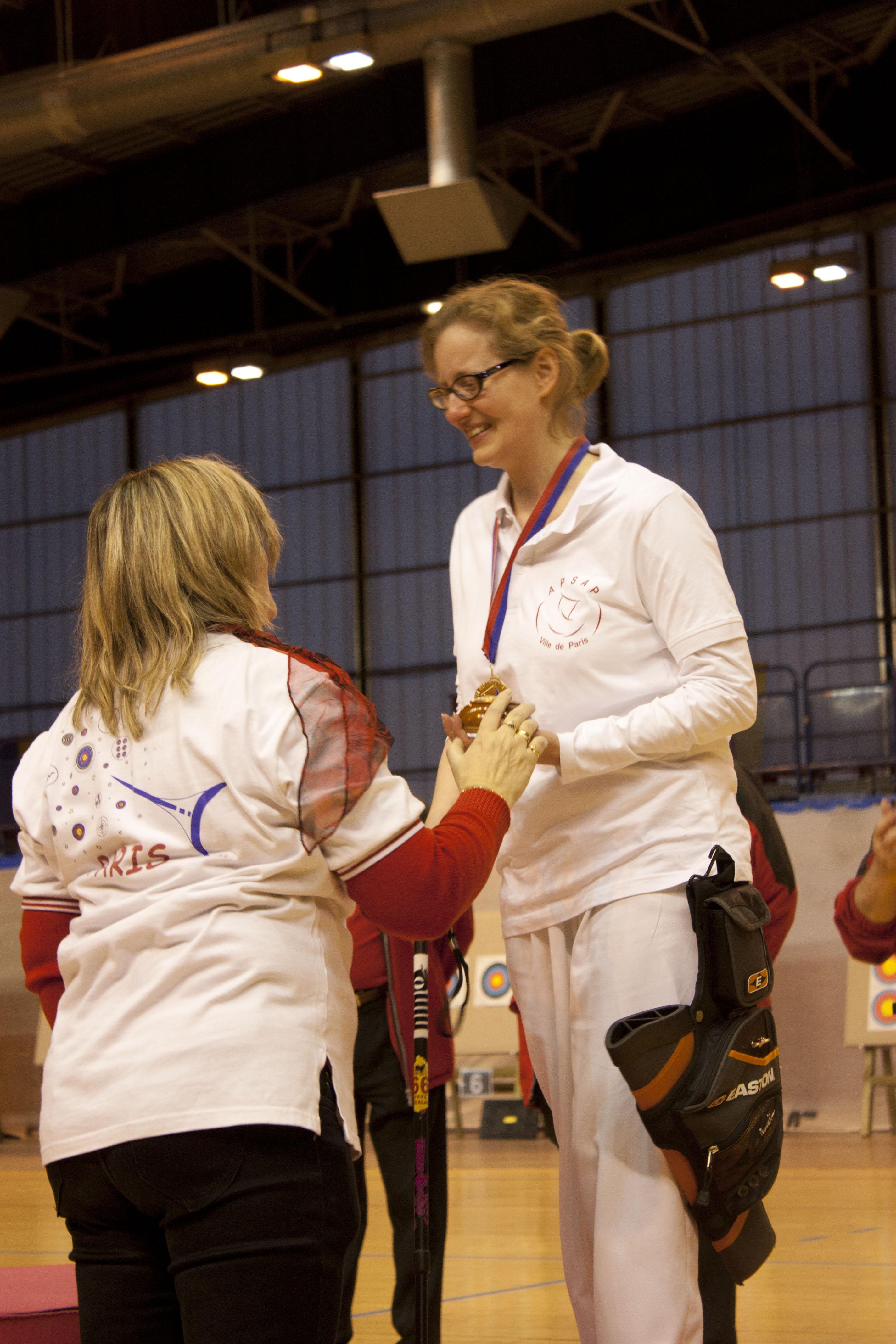 Handisport - Championne de Paris 2012 !  dans HANDISPORT - TIR A L'ARC IMG_6301