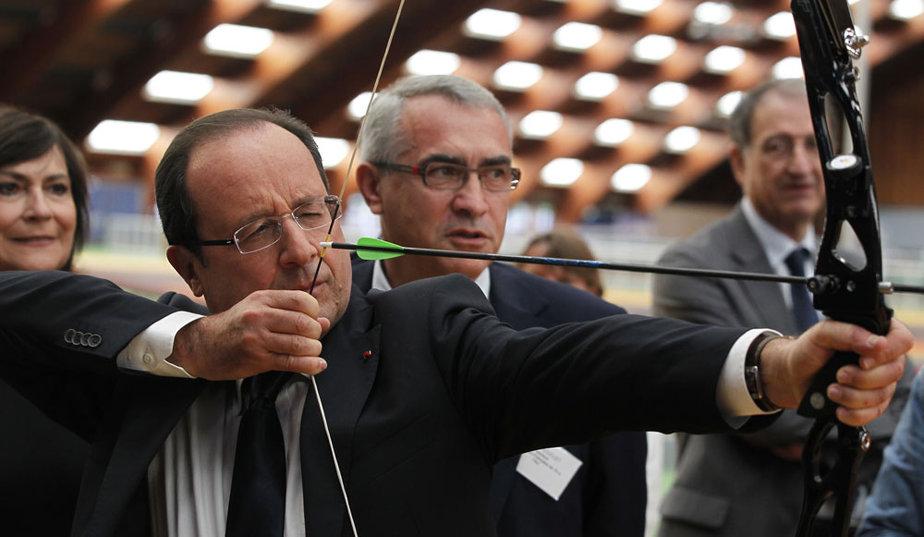 François Hollande - Tir à l'arc ! dans Bonne humeur ! Francois-Hollande-Tir-a-l-arc_galleryphoto_paysage_std