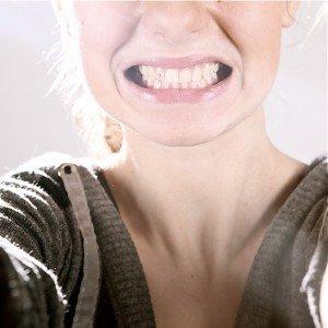 dents serrées neurologique visage
